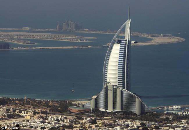 Magic world of atlantis hotel the palm dubai amazing for Dubai palm hotel