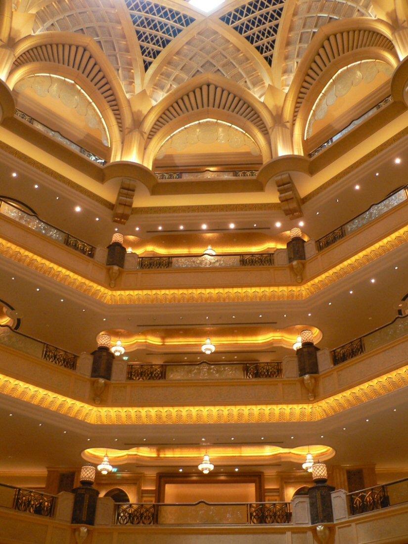 Burj al arab celebrates its 10th birthday for Al burj hotel